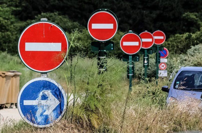 sens interdit panneaux