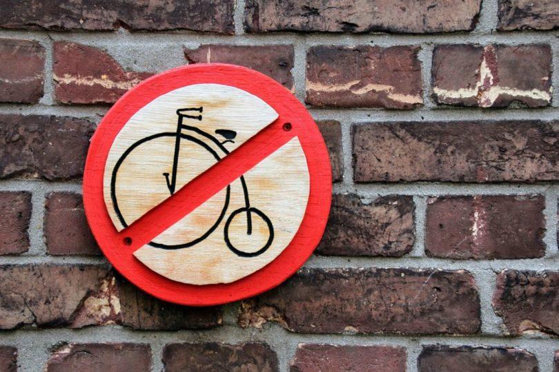 vélo interdit panneau