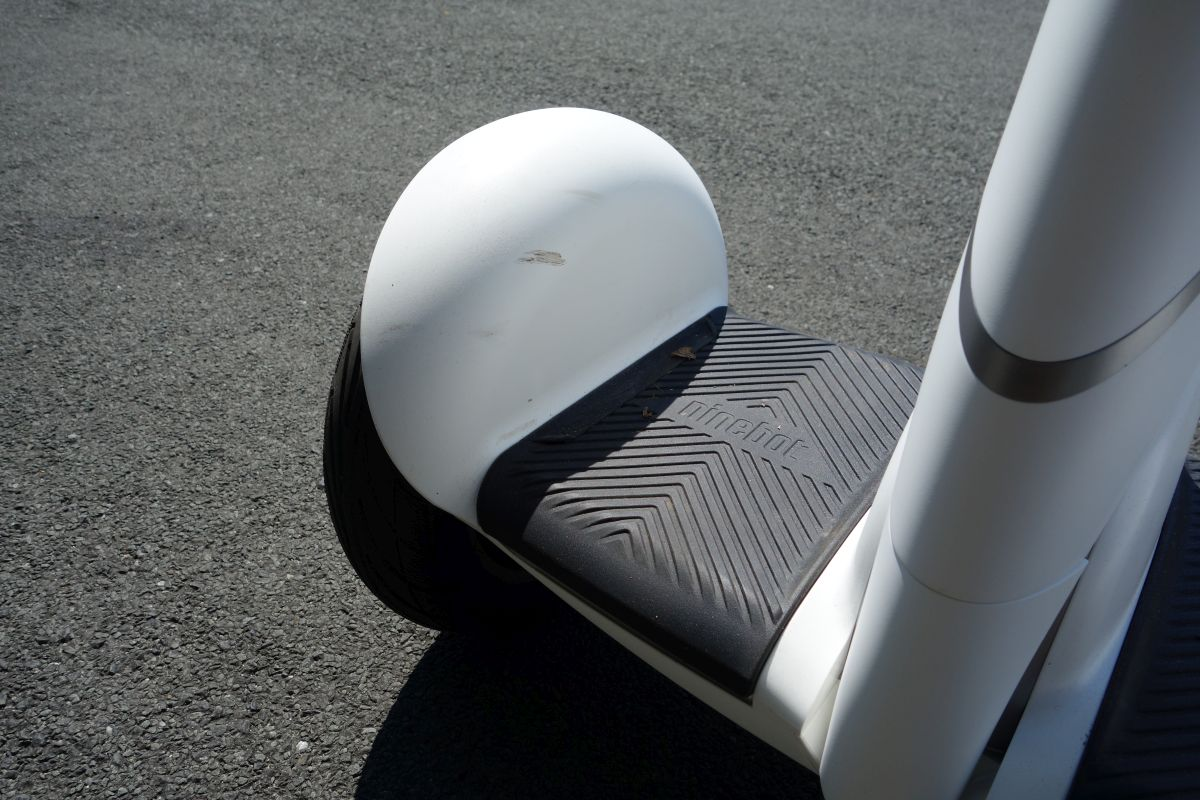 Ninebot Mini Plus marchepied et traces
