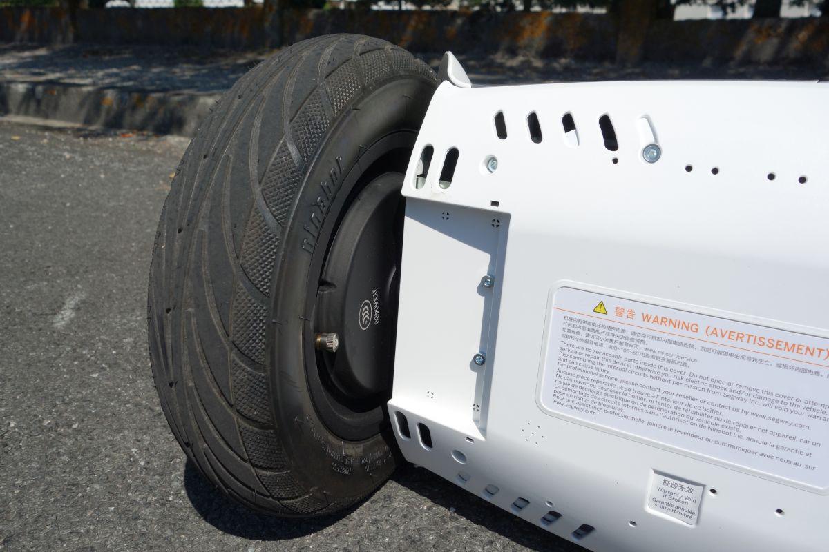 Ninebot Mini Plus dessous et valve pneu