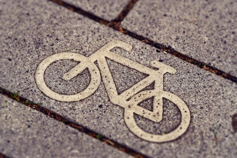 vélo trottoir piste cyclable