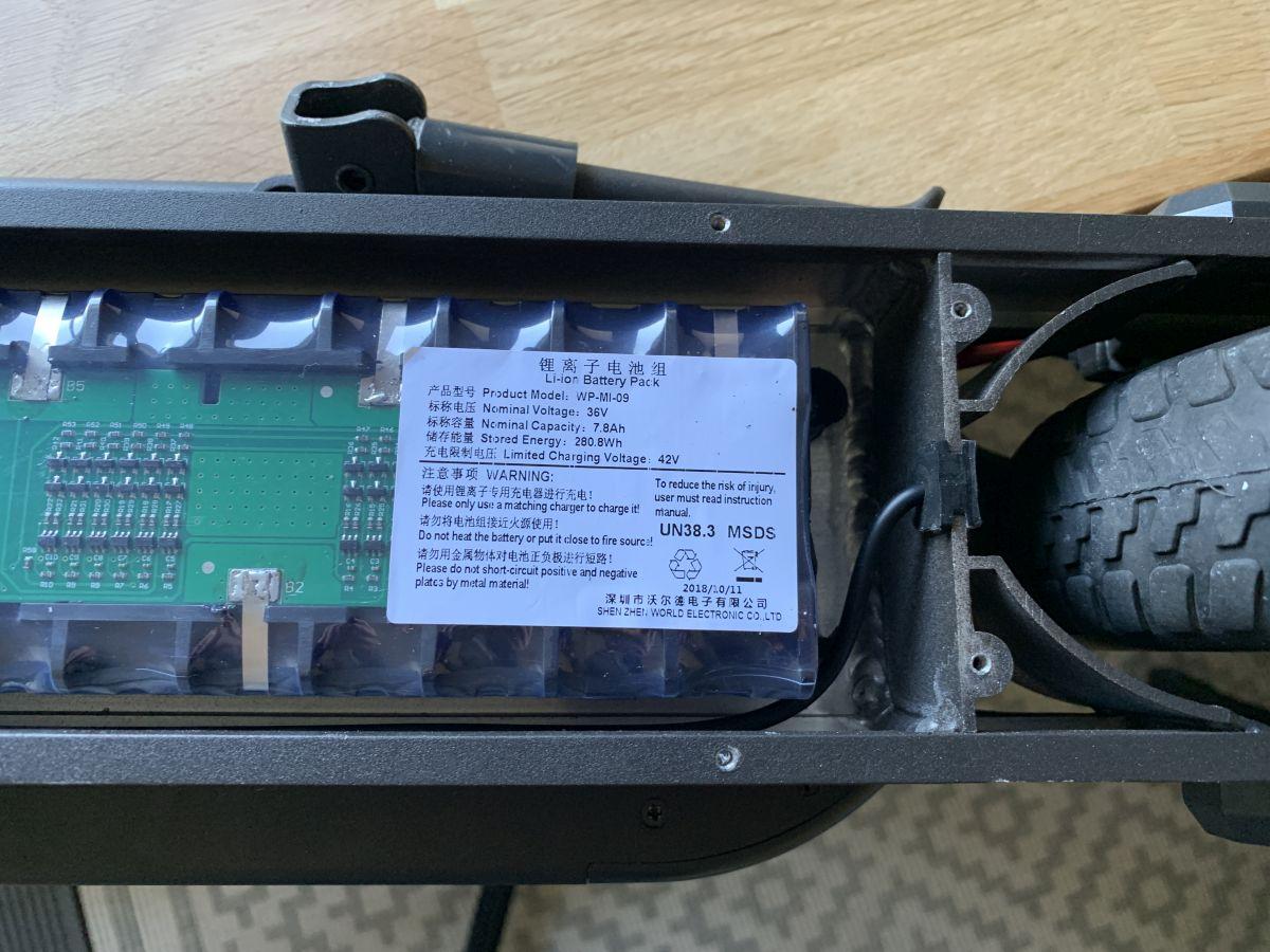 Intérieur Alfawise M1 batterie