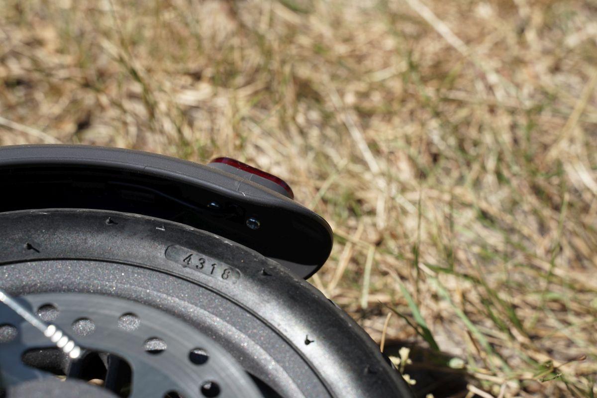 détail garde boue m365 pro